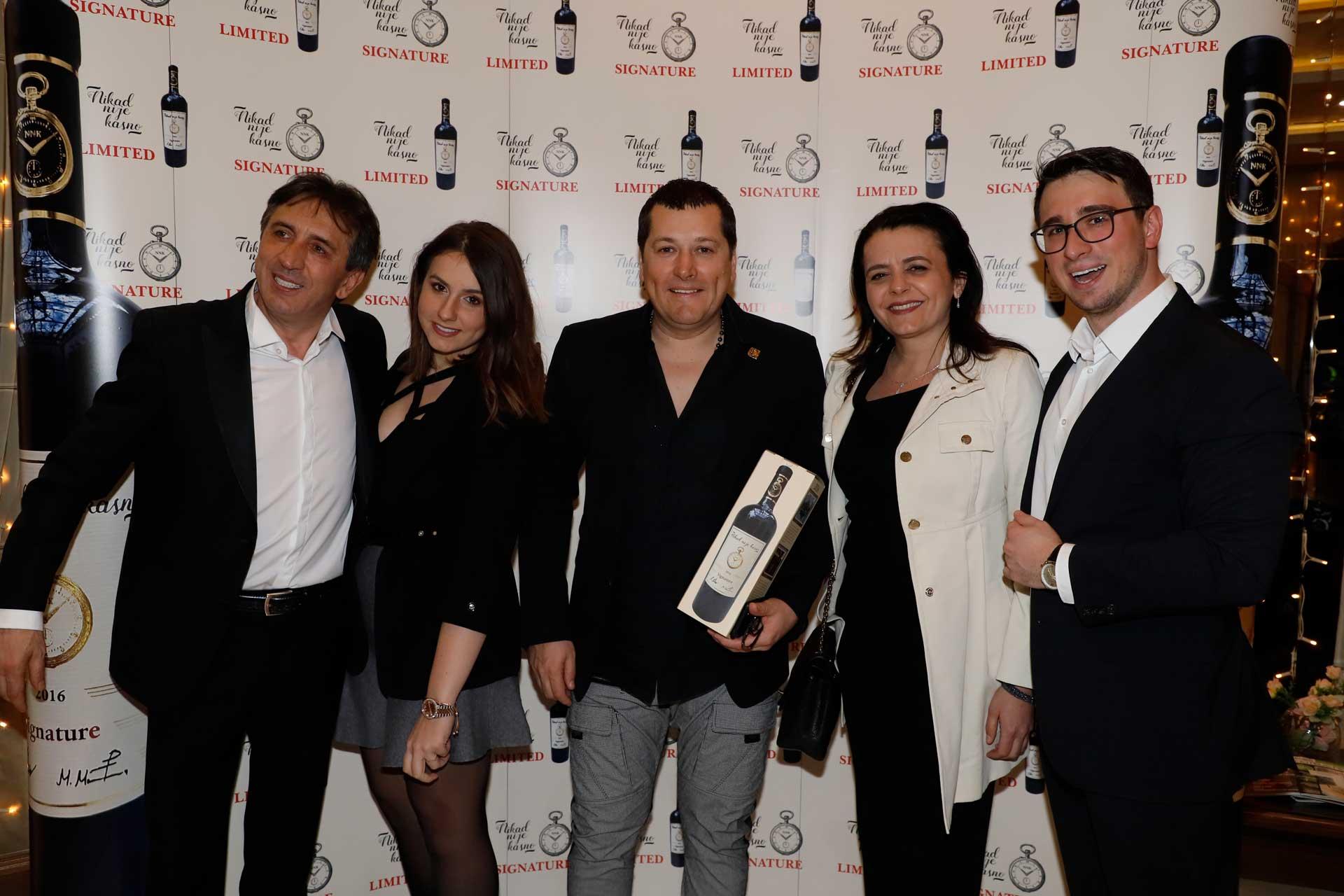 """Održana promocija vina """"Nikad nije kasno"""": Pogledajte ko je sve od poznatih došao na ovaj događaj"""